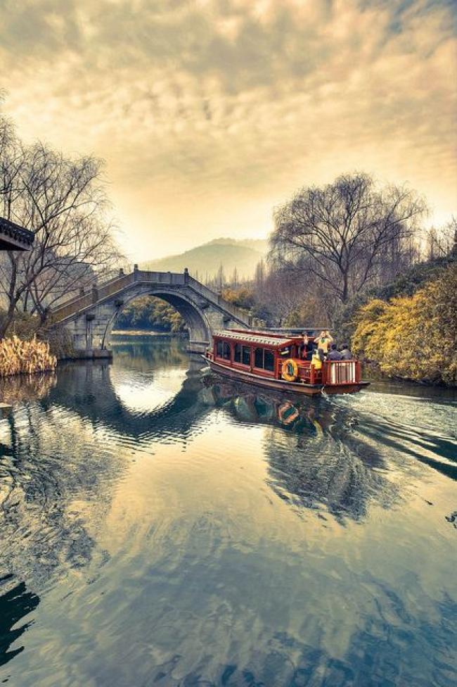 VIAJES A HUANGSHAN, CHINA, MONTAÑA AMARILLA - Buteler en China